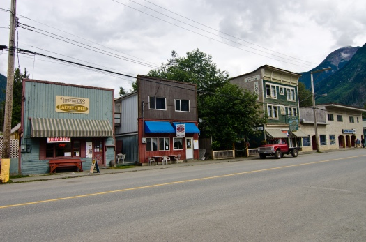 The Bitter Creek Cafe is the green building on the right.